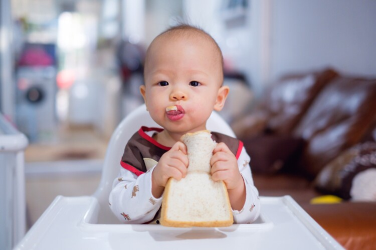 [Literature Library] Appropriate age range for introduction of complementary feeding into an infant's diet
